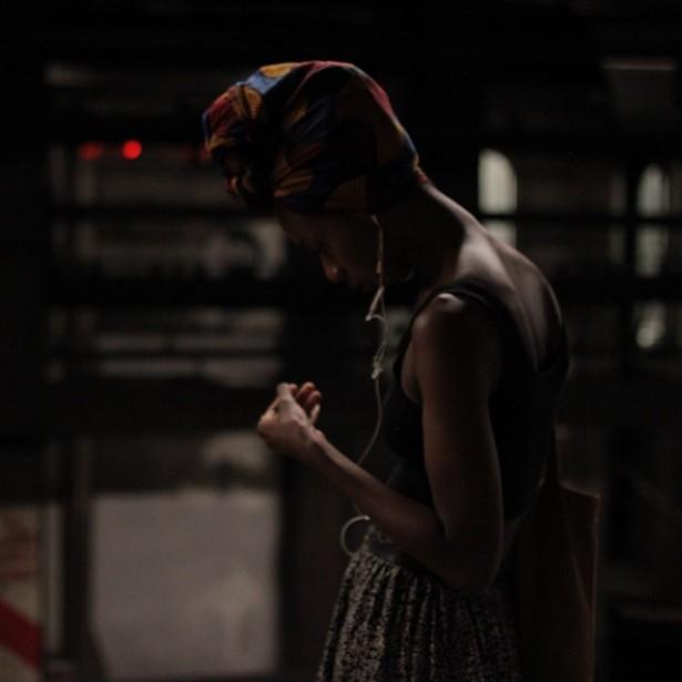 Mulher no metrô, por Dani Arrais